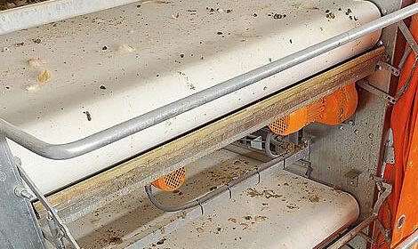 Innovative manure belt control