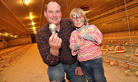 Dirk Bockhorst has equipped his poultry house with new LED lamps and an innovative dimmer
