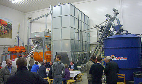 Picture with mill, mixer, silos for mixed feed and HYDROMIX liquid feeding tanks