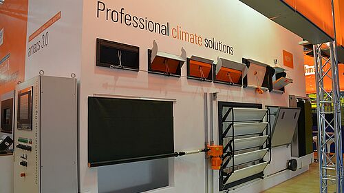 Display with solutions for poultry climate control