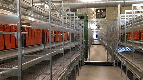 NaturaStep aviary systems – view of the aisle