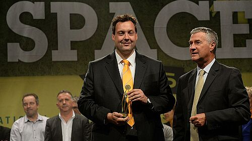 Ralf Meyer with the innovation award for the poultry production category