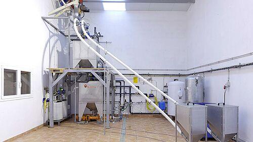 Feed kitchen with HydroAir liquid feeding system