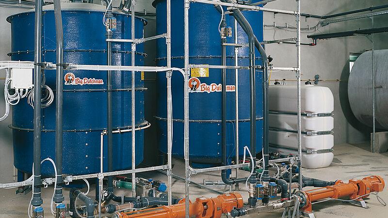 Pig feeding system with the liquid feeding HydroMix
