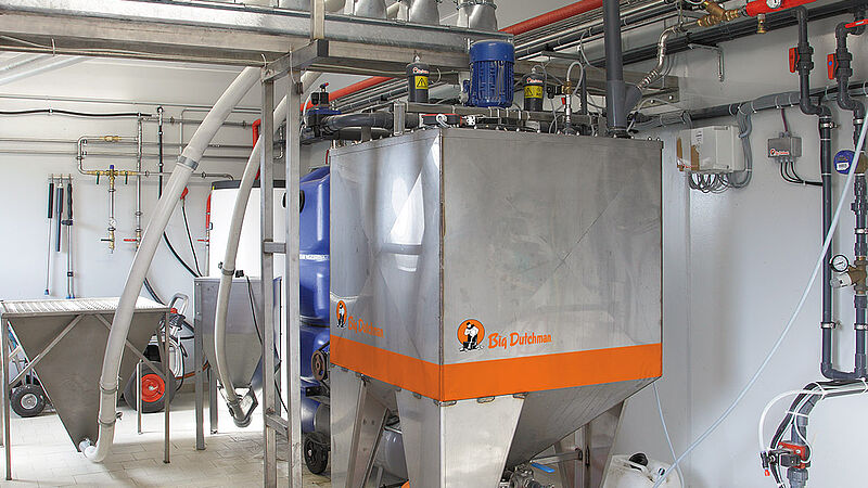 HydroAir liquid feeding system piglet rearing and sow management