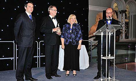 Professor Windhorst accepts award in Edinburgh.