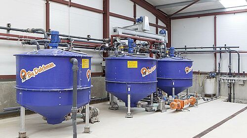 Liquid feeding system for pig finishing